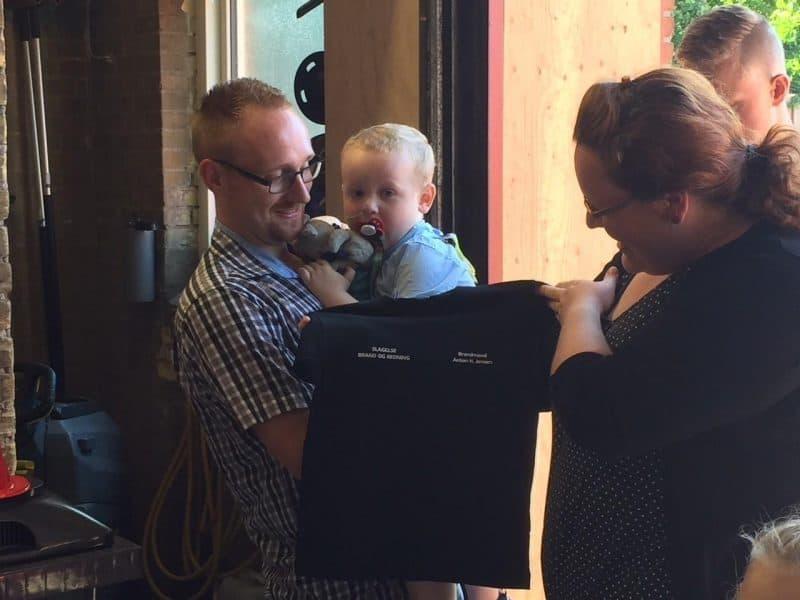 Anton ønsker sigen iPad, så han kan se Gurlig Gris,Brandmand Sam, Byggemand Bob og spille spil