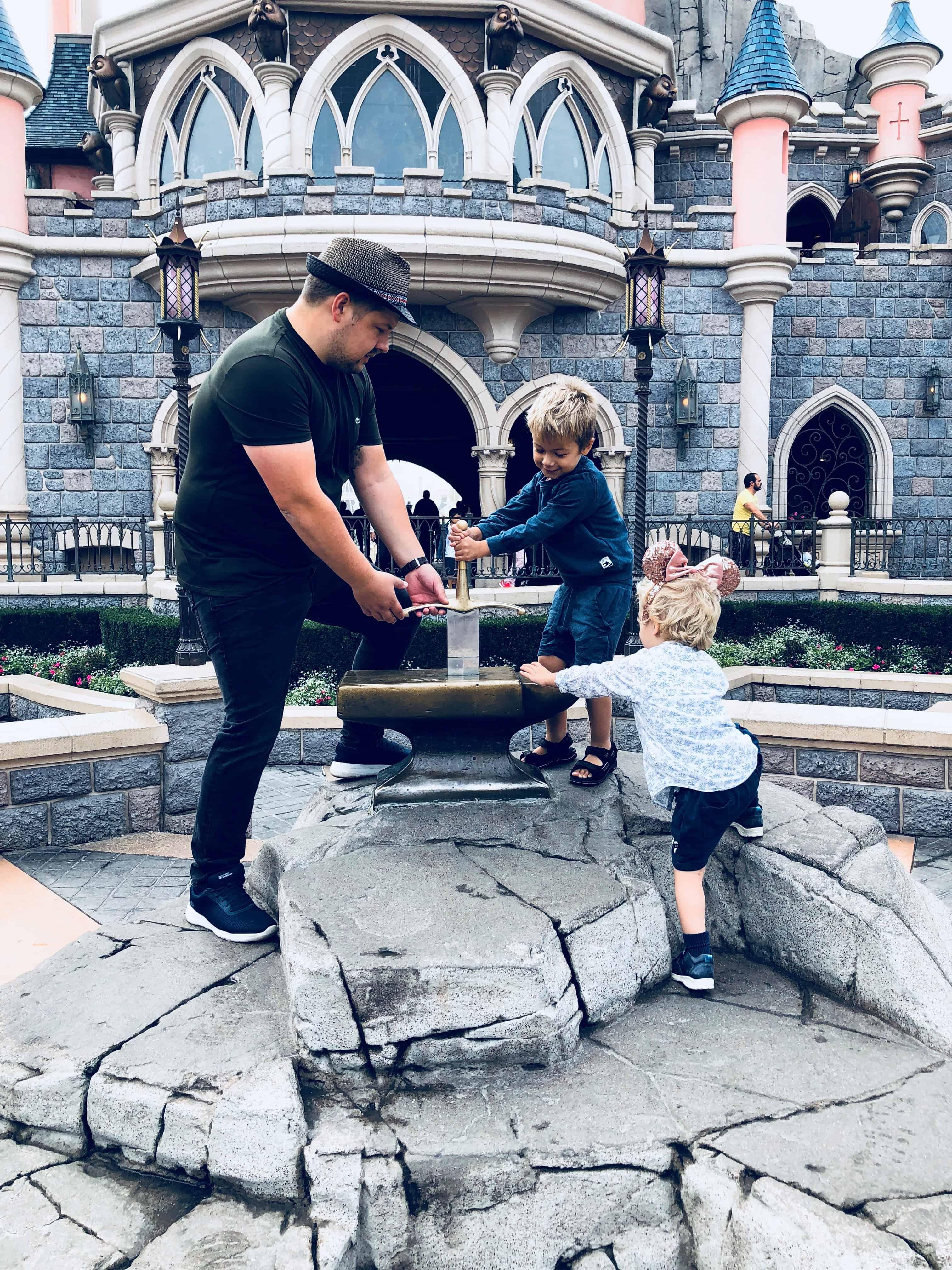 Joey og Sværdet i Stenen
