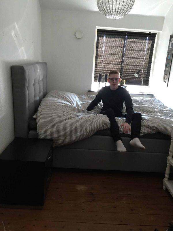 Steffen tog straks en lur i sin nye seng