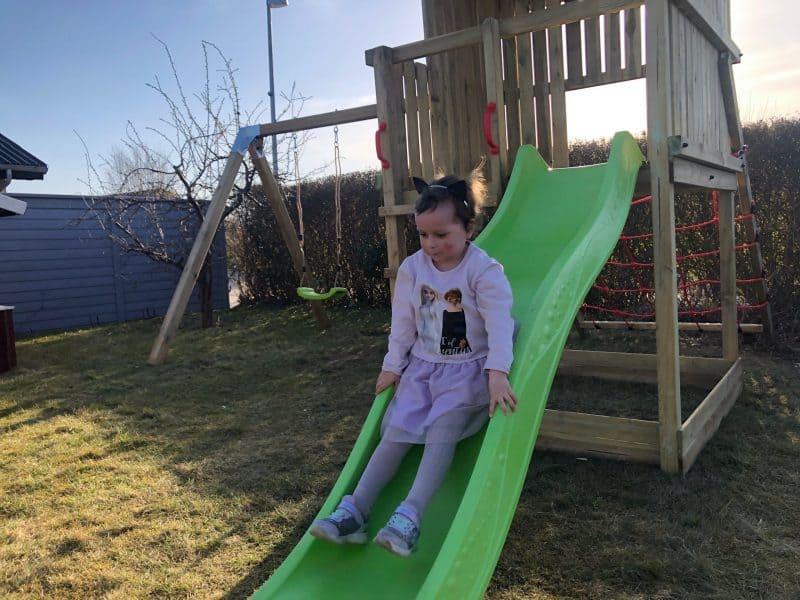 Nu kan Victoria lege i haven